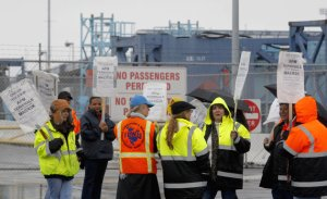 20121226_port_ship_strike