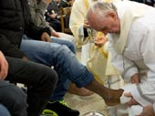 20130330_POPE_FRANCIS_washing_of_feet_Mini