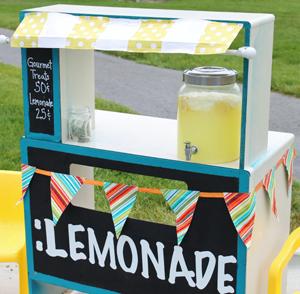 20120815_lemonade_stand_LARGE