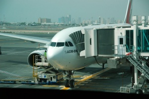 20111031_aircraft+airport_gate