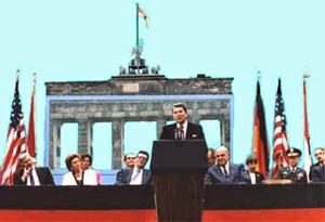 AA - Reagan at Berlin Wall