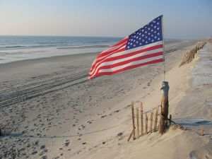 20140630_americanflagonthebeach